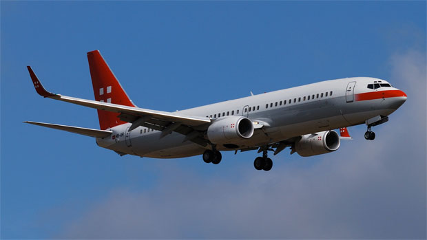 PrivatAir 737-86Q (HB-IIR) on final approach to ZRH.