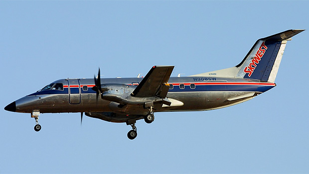 Skywest EMB-120 on approach to LAX.