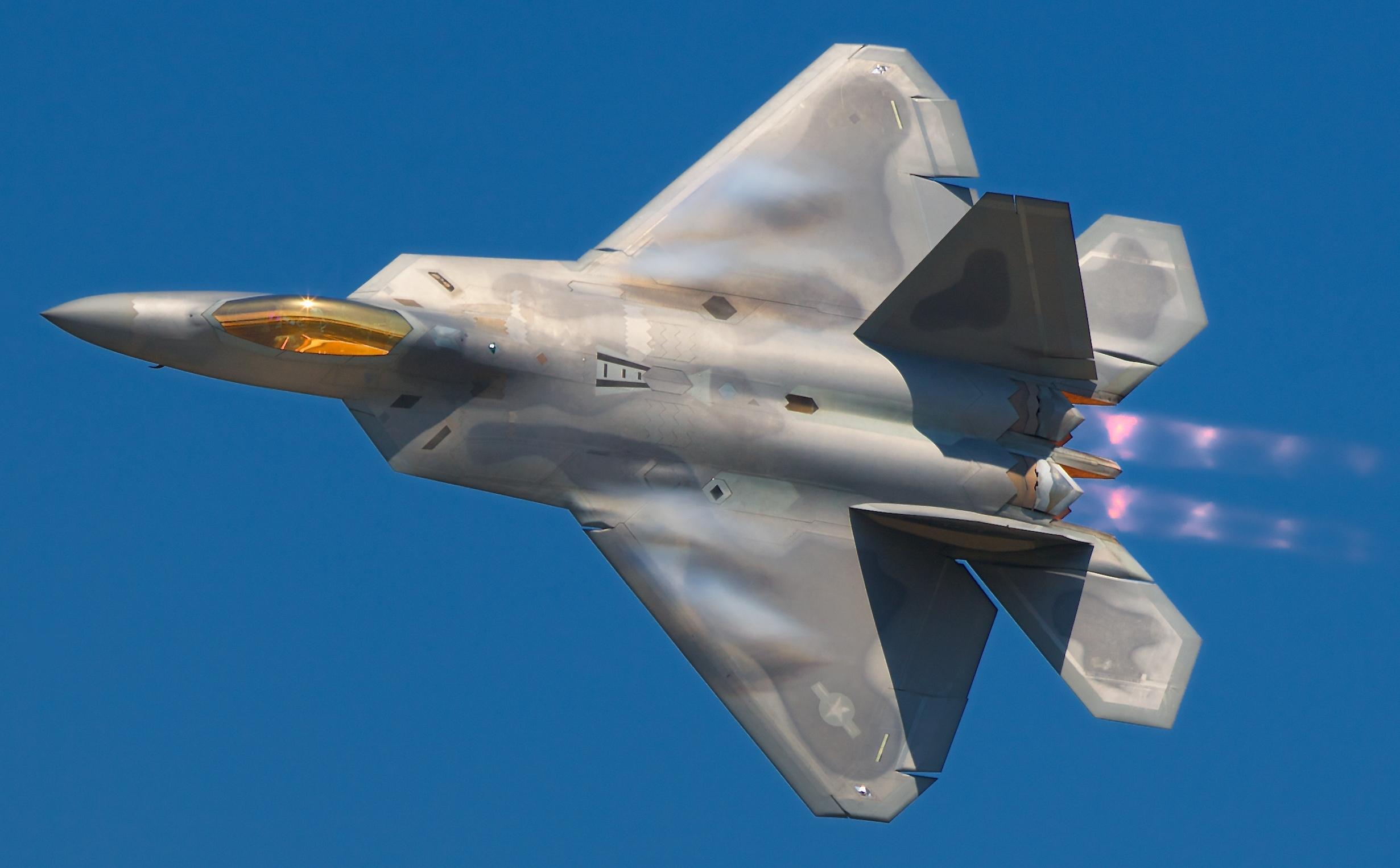 http://nycaviation.com/newspage/wp-content/uploads/2009/09/Lockheed_Martin_F-22A_Raptor_JSOH.jpg