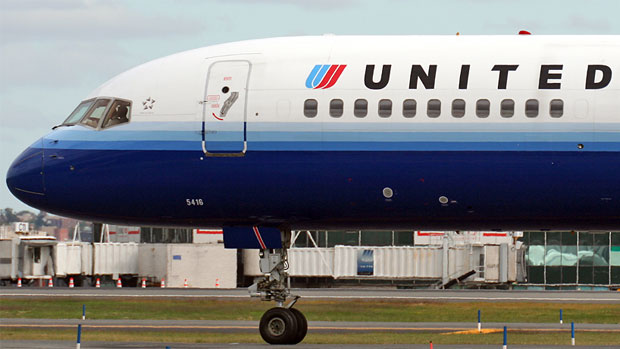 United Airlines 757 N516UA taxis to the active at LaGuardia Airport in New York. Photo by Matt Molnar