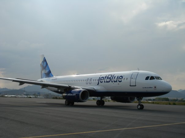 Backlit and off-center, but I'm not complaining! Though not astonishing, jetblue's new look is refreshing, and will be a nice new addition among their fleet.