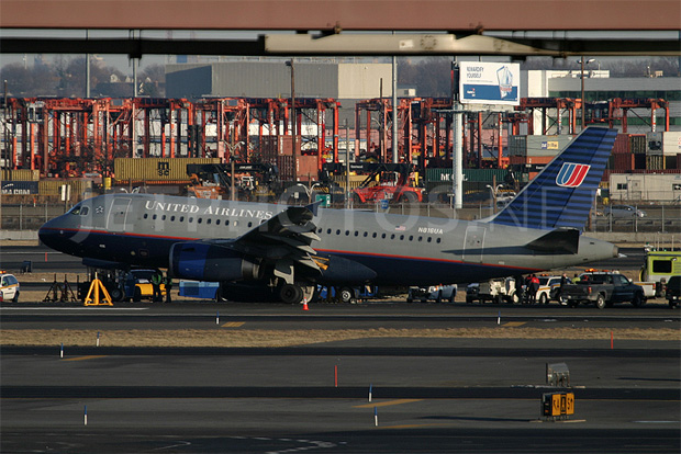 United Airlines Airbus A319 reg N816UA at Newark