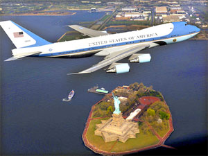 A VC-25 passes over the Statue of Liberty during a controversial photo shoot.
