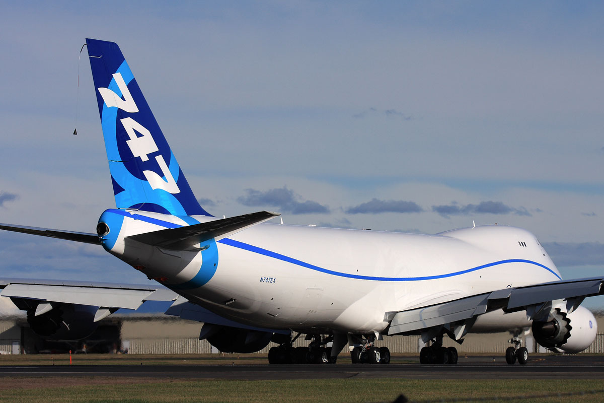 Photos Boeing 747 8f Begins Taxi Tests