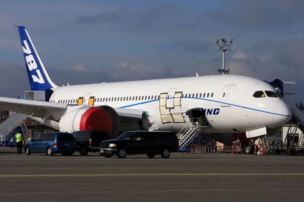 Another 787 coming up! (Photo by Jeremy Lindgren)