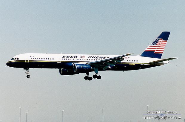 Bush-Cheney 2000 campaign plane N750NA lands in Philadelphia