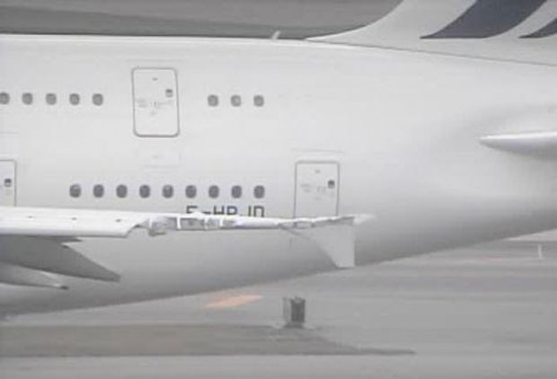 Damaged wing on Air France Airbus A380 F-HPJD