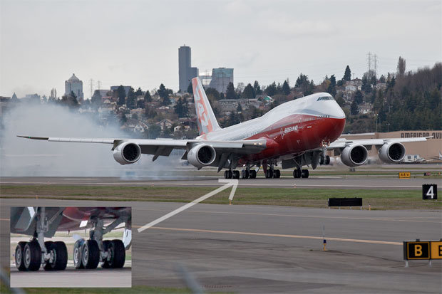 Boeing 747-8 Intercontinental blowing tire on third test landing