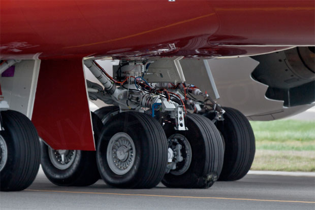 Blown tire on Boeing 747-8 Intercontinental