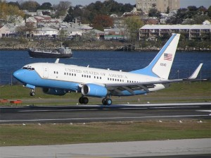 US Air Force Boeing C-40B 01-0040 about to touch down at LaGuardia Airport