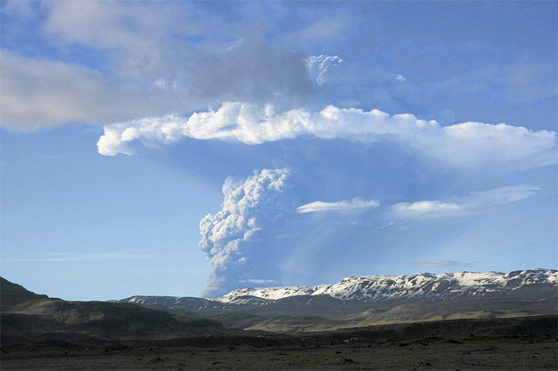 Grímsvötn erupts on May 21, 2011