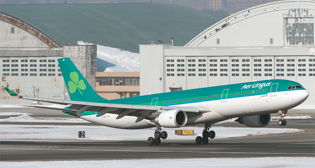 Snowy winter morning as an Aer Lingus Airbus A330-300 touches down at JFK