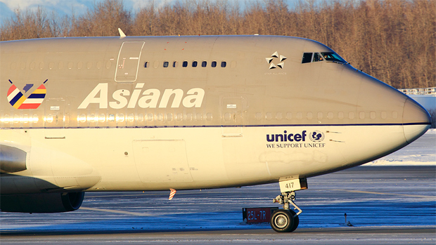 Asiana Airlines Boeing 747-400 HL7417 is believed to have been the aircraft that crashed, seen here taxiing in Anchorage in Dec. 2010