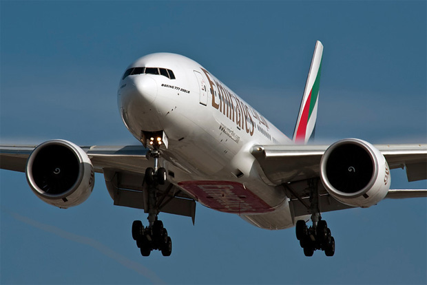 An Emirates Boeing 777 on final approach to LAX from Dubai