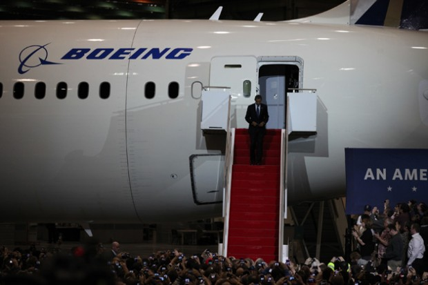 Hundreds of Boeing employees strain to snap cellphone photos of President Barack Obama descending the stairs after touring a Boeing 787 Dreamliner. (Photo by Jeremy Dwyer-Lindgren)